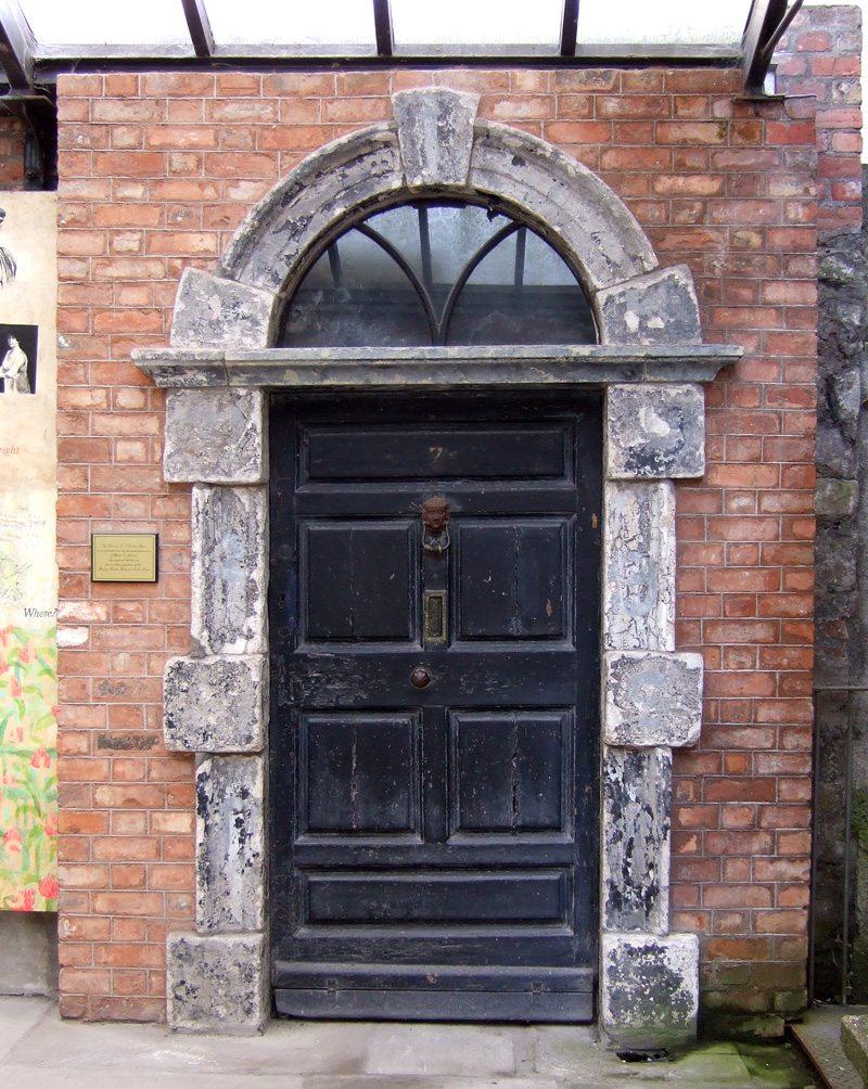 Entrance_to_7_Eccles_Street_at_the_James_Joyce_Centre_Dublin